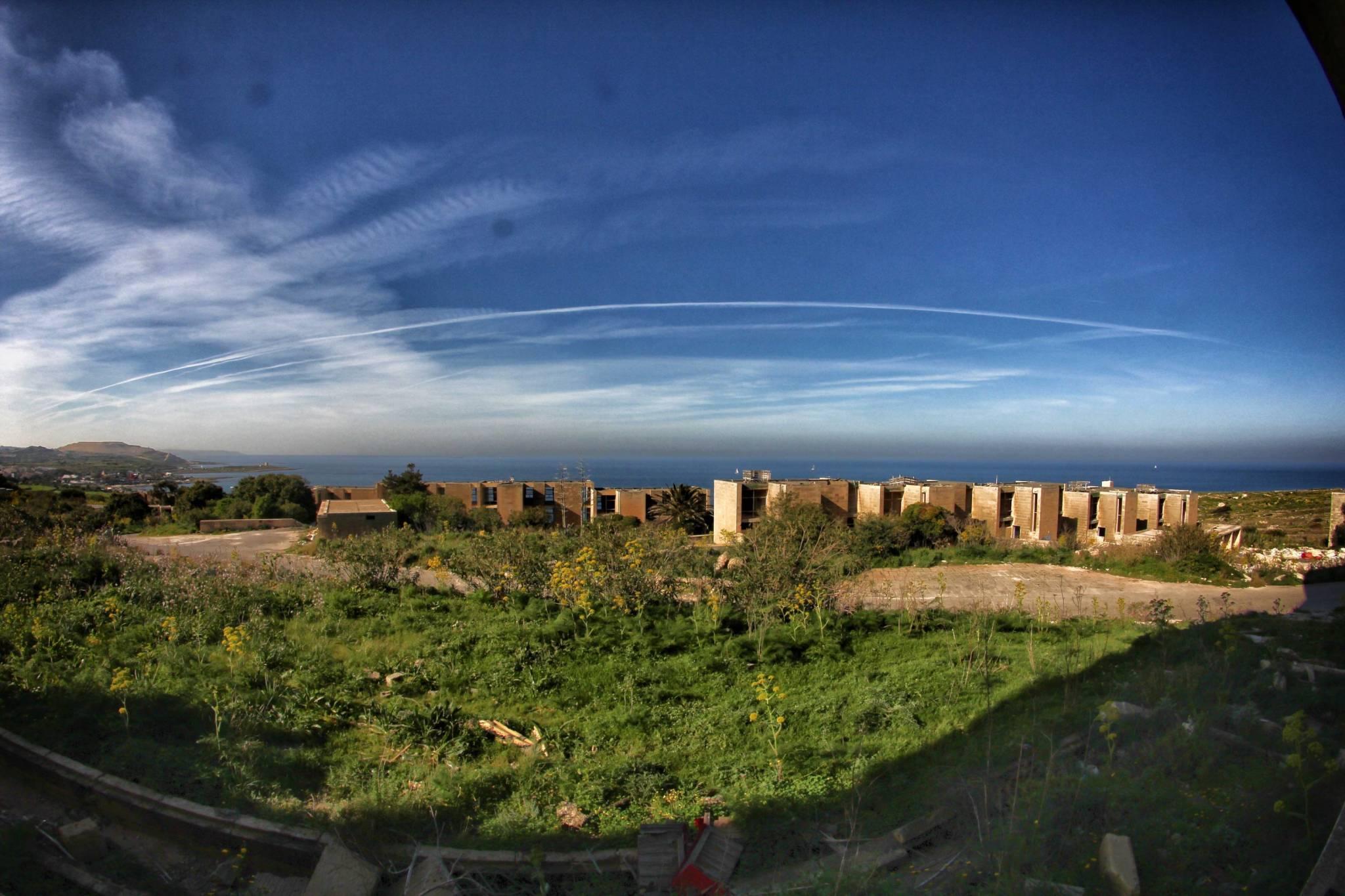 paesi abbandonati - white rocks - urbex malta