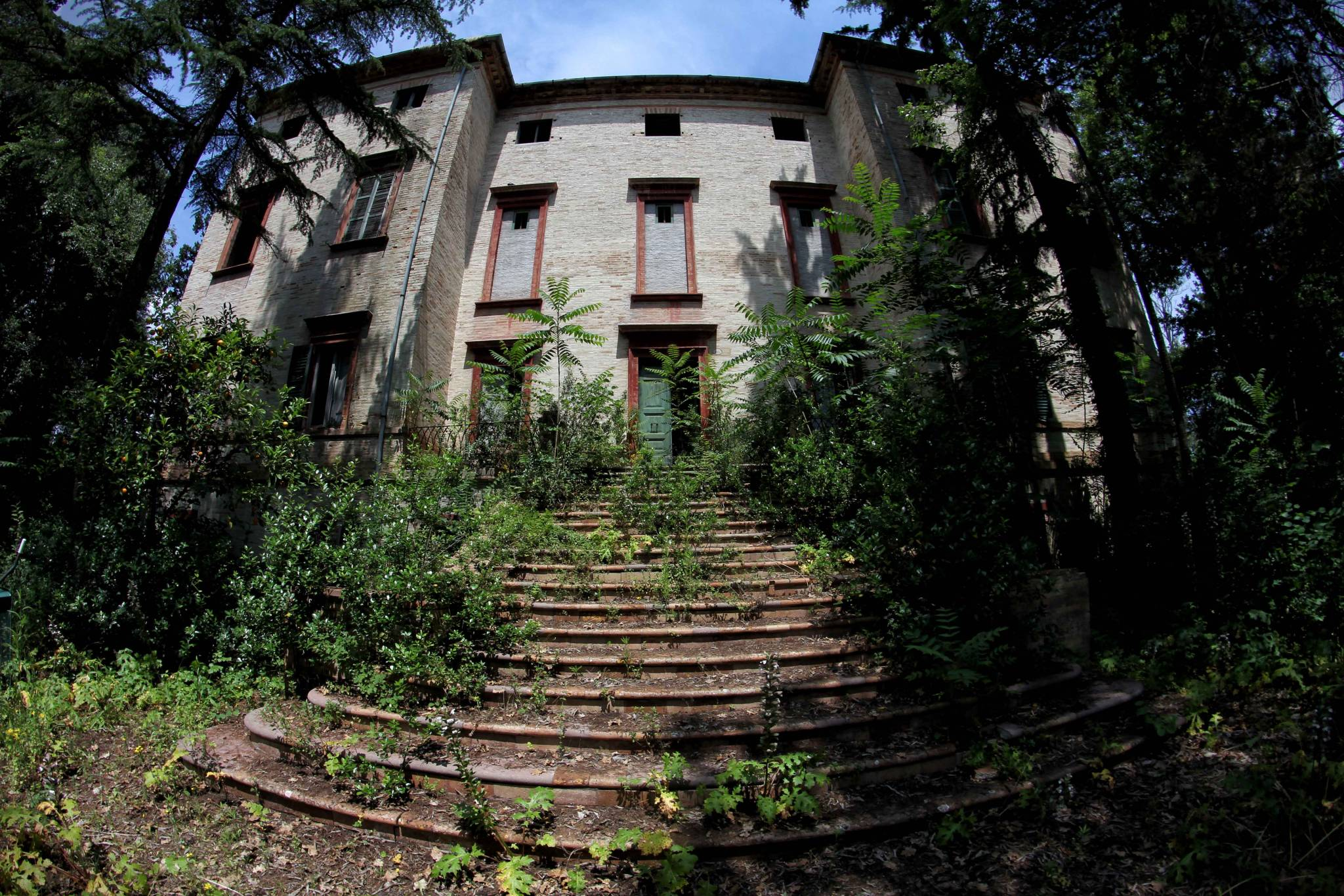 ascosi lasciti - urbex marche - palazzi abbandonati - qualcuno volò sul nido del gheppio