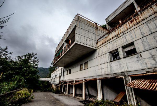 liguria urbex - un Eco mostro marino - edifici abbandonati - urbex italia - paesi fantasma