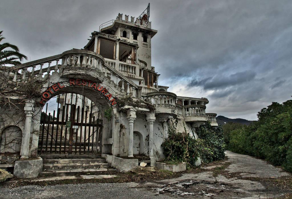 10 edifici abbandonati tra i pi belli in italia ascosi for Ville in italia