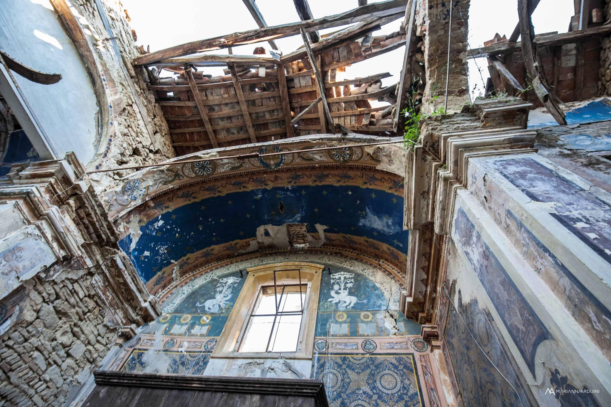 La chiesa dalla croce blu ascosi lasciti for Case abbandonate italia
