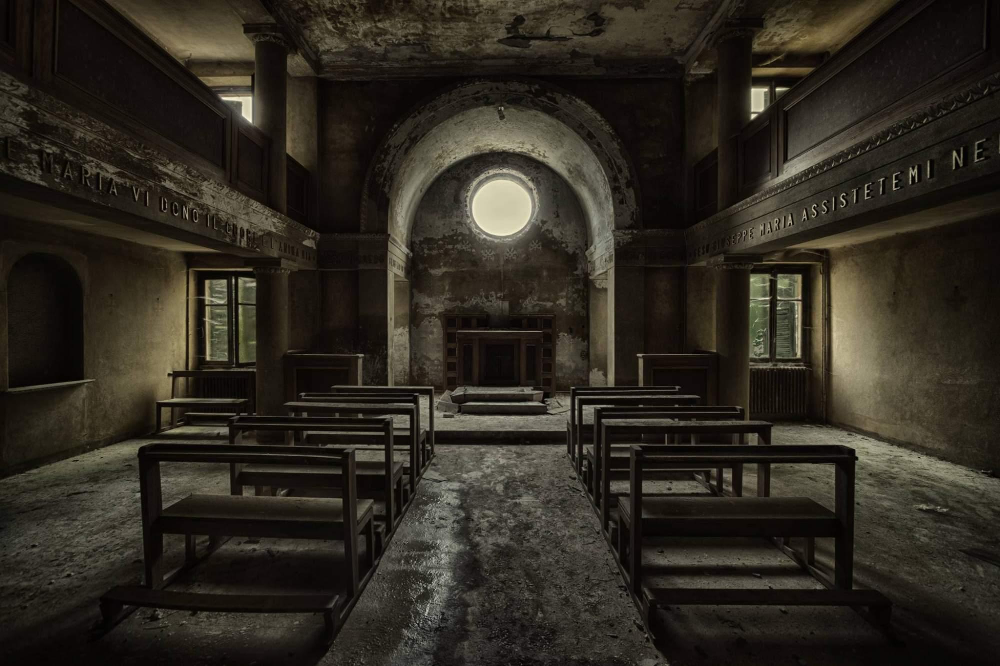 Cristo qui non risorge: 12 chiese abbandonate italiane
