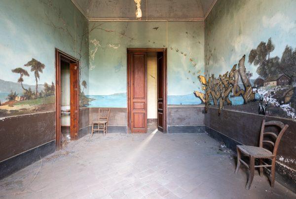 affreschi sfregiati - VILLA PRIMAVERA-URBEX SICILIA-VILLA ABBANDONATA-13