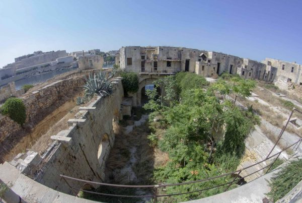 quarantena isola - urbex malta-forti e strutture militari abbandonate - manoel island