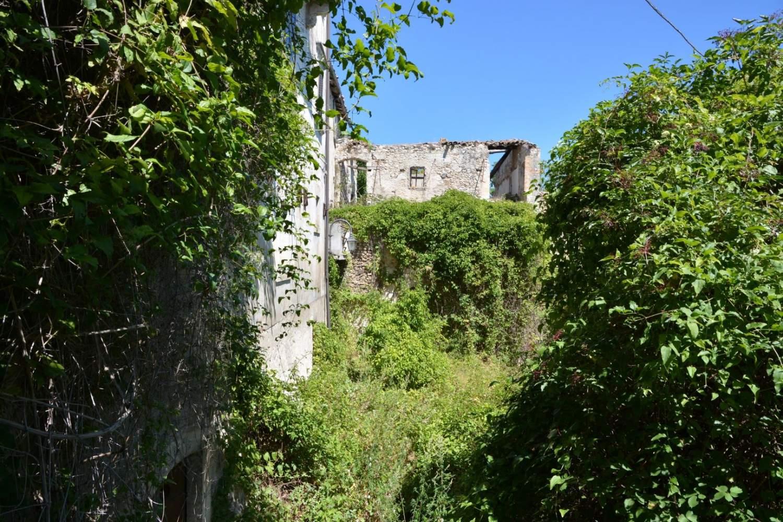 Il borgo fantasma di San Benedetto in Perillis