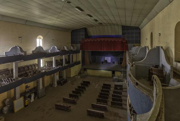 Cinema-Teatro-chiuso- abbandonato-Urbex Puglia