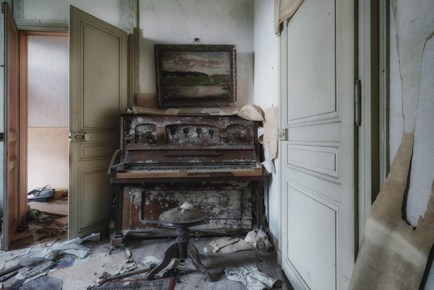 A house of the lost piano
